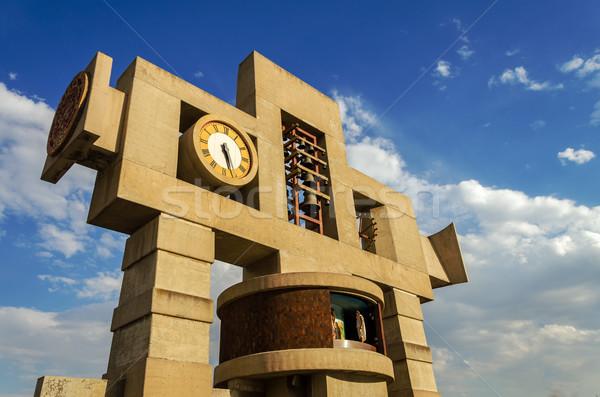 Krzyż zegar wieża nowoczesny styl na zewnątrz Zdjęcia stock © jkraft5