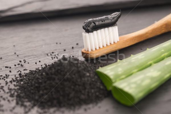 Fogkefe fekete faszén fogkrém aloe háttér Stock fotó © joannawnuk