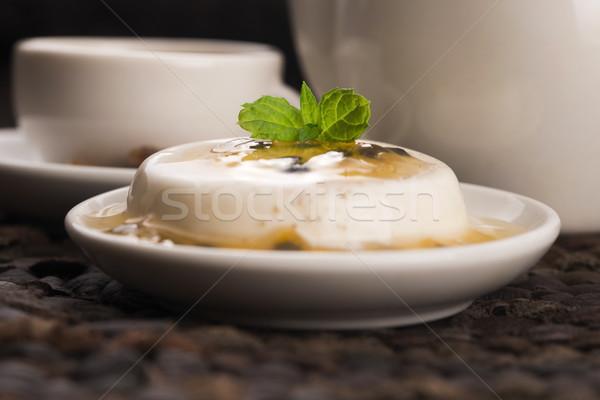 Sobremesa paixão fruto de comida madeira Foto stock © joannawnuk