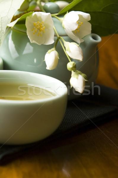 Zöld tea csésze teáskanna fa asztal levél kert Stock fotó © joannawnuk