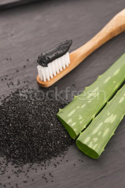 Fogkefe fekete faszén fogkrém aloe fogorvos Stock fotó © joannawnuk