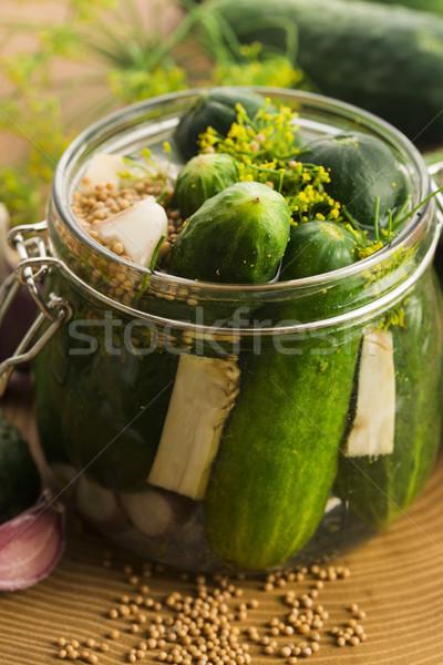 Közelkép friss uborkák üveg zöld hátterek Stock fotó © joannawnuk