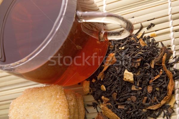 Ontbijt thee glas gedroogd bladeren cookies Stockfoto © joannawnuk