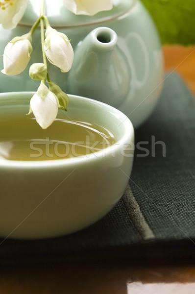 Photo stock: Thé · vert · tasse · théière · table · en · bois · feuille · jardin