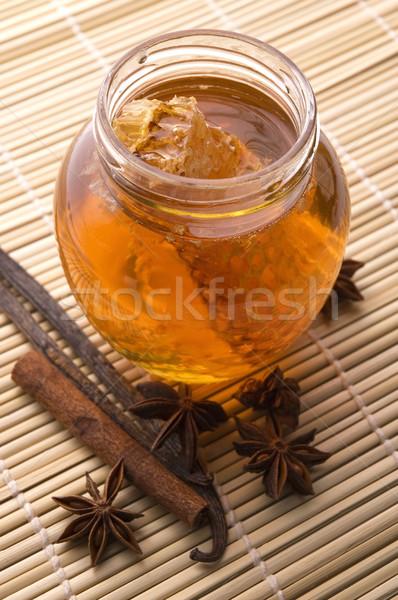 Fresche miele a nido d'ape spezie cannella vaniglia Foto d'archivio © joannawnuk