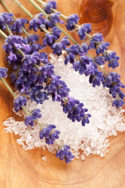Fürdőkád só friss levendula virágok szappan Stock fotó © joannawnuk