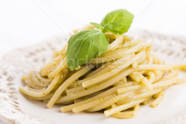 İtalyan makarna spagetti pesto sos fesleğen Stok fotoğraf © joannawnuk