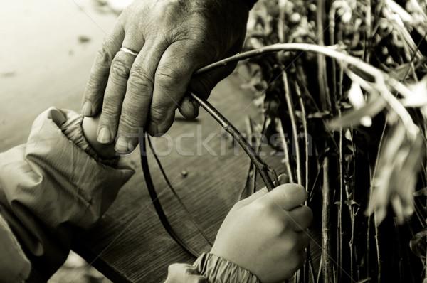Férfi tanít gyermek készít fonott kosár Stock fotó © joannawnuk