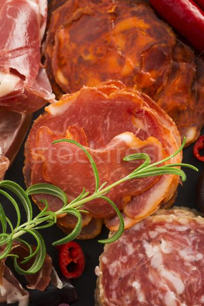 Köteg különböző spanyol chorizo piros tányér Stock fotó © joannawnuk