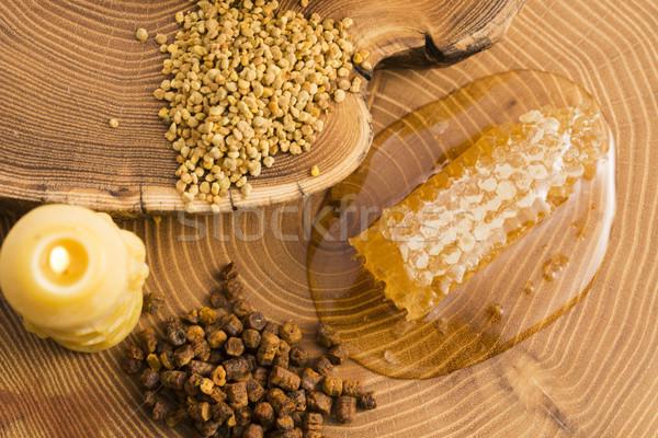 Foto d'archivio: A · nido · d'ape · polline · propoli · fiore · natura · miele