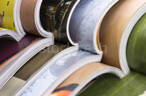 Foto stock: Abierto · revistas · papel · educación · color