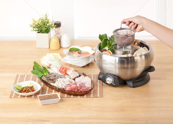 Domu elektryczne urządzenie kuchnia wnętrza kuchni Zdjęcia stock © JohnKasawa