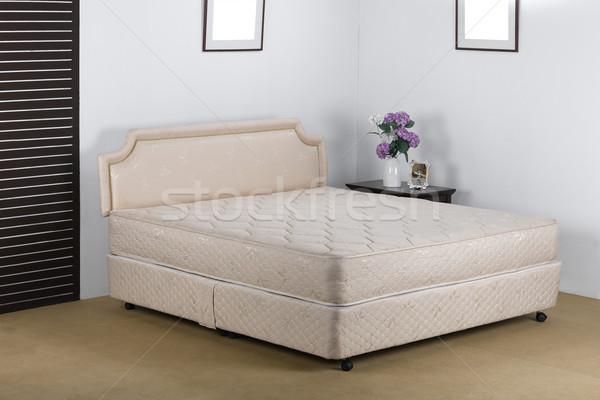 Agradable lujo colchón establecer hasta dormitorio Foto stock © JohnKasawa