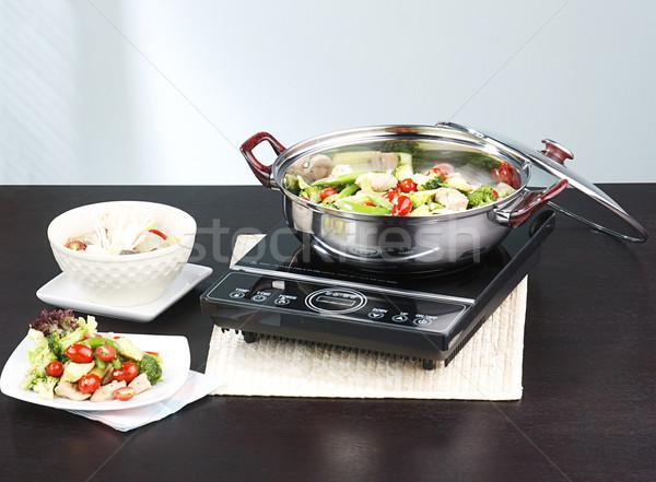 Frigideira elétrico fogão utensílios de cozinha cozinha Foto stock © JohnKasawa