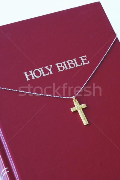 Altın çapraz üst kırmızı İncil Stok fotoğraf © johnkwan