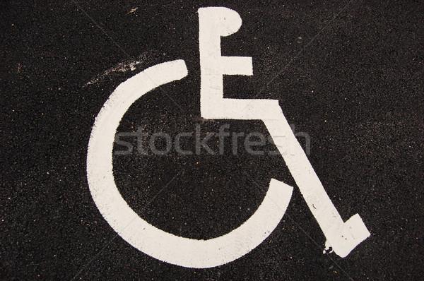 Handicap podpisania asfalt parking miejsce upośledzony Zdjęcia stock © johnnychaos