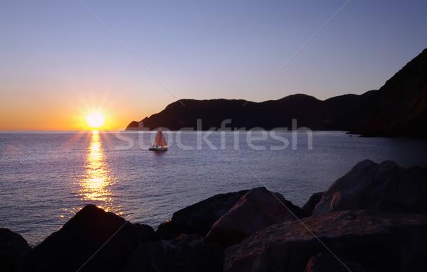 Bateau coucher du soleil mer sport lumière Photo stock © johny007pan