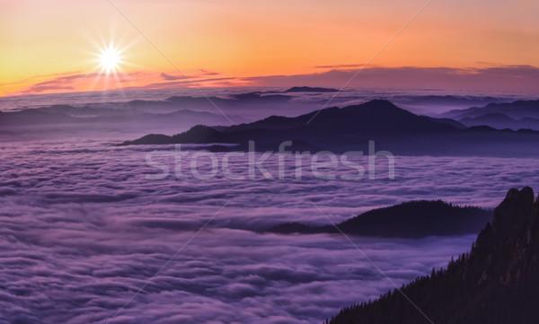Montagne coucher du soleil au-dessus nuages roumain paysage Photo stock © johny007pan