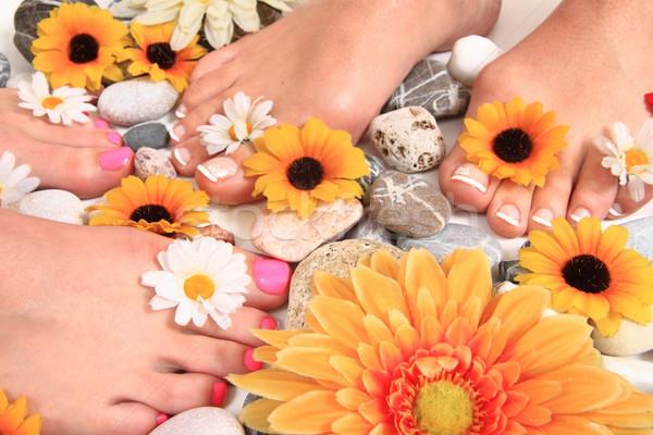Pedicure nagels voeten bloemen geïsoleerd groene Stockfoto © jonnysek