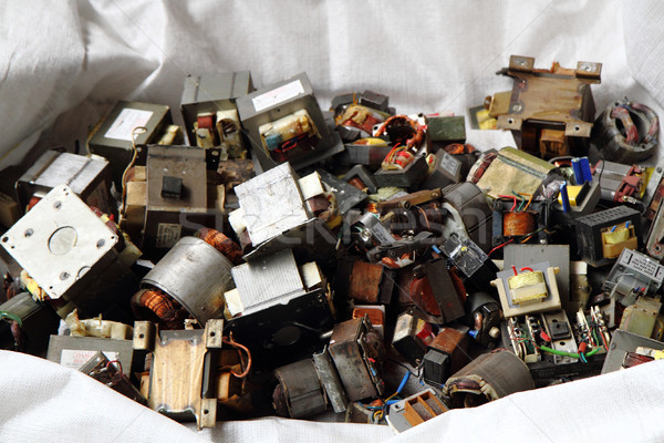 Starych transformator śmieci elektronicznej recyklingu przemysłu Zdjęcia stock © jonnysek