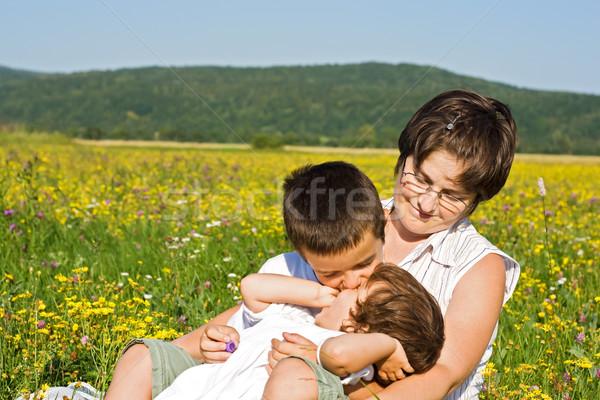 Rodziny trawy szczęśliwy kobieta dzieci posiedzenia Zdjęcia stock © joseph73