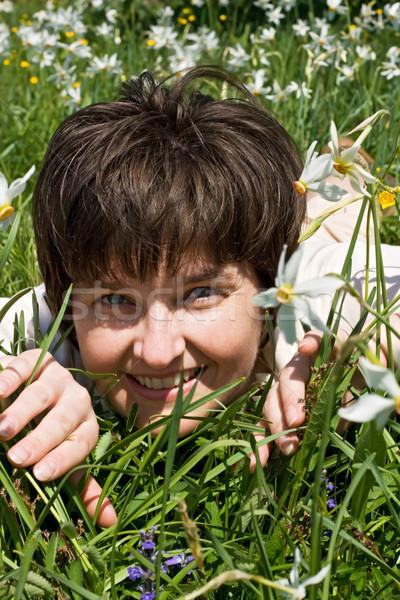 Kobieta zielona trawa kwiaty dziewczyna wiosną kobiet Zdjęcia stock © joseph73