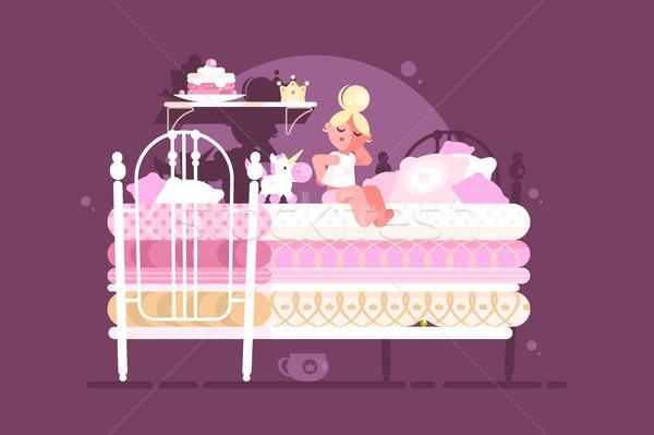 Pequeno princesa menina desconfortável cama moda Foto stock © jossdiim