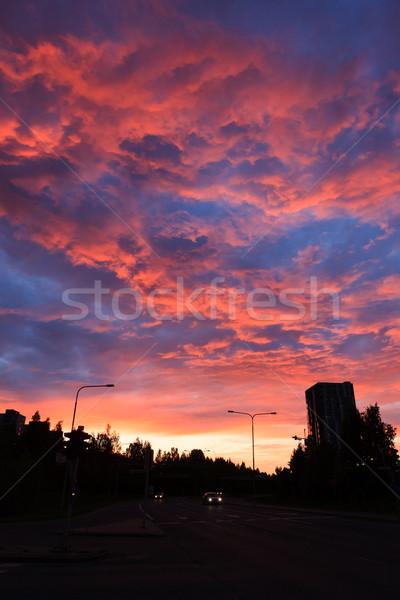Foto stock: Surpreendente · vermelho · pôr · do · sol · edifícios · apartamento · céu