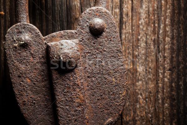 Starych rustykalny kłódki drzwi Zdjęcia stock © Juhku