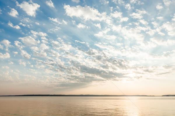 Felhők nap sugarak tó napfelkelte gyönyörű Stock fotó © Juhku