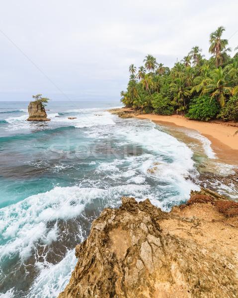 Idylliczny plaży krajobraz ocean podróży rock Zdjęcia stock © Juhku