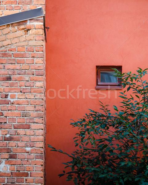 Сток-фото: дома · фасад · кирпичная · стена · окна · детали · город