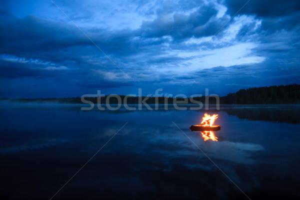 ストックフォト: 湖 · 1泊 · 水 · 雲 · 火災