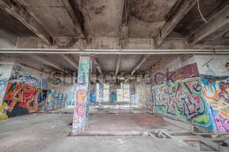 Oude verlaten fabriek hal graffiti gebouw Stockfoto © Juhku