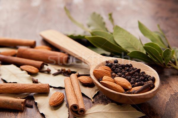 Pimienta cuchara de madera canela hojas especias alimentos Foto stock © julenochek
