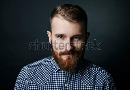Stock fotó: Kacsintás · piros · szakállas · férfi · stúdió · portré