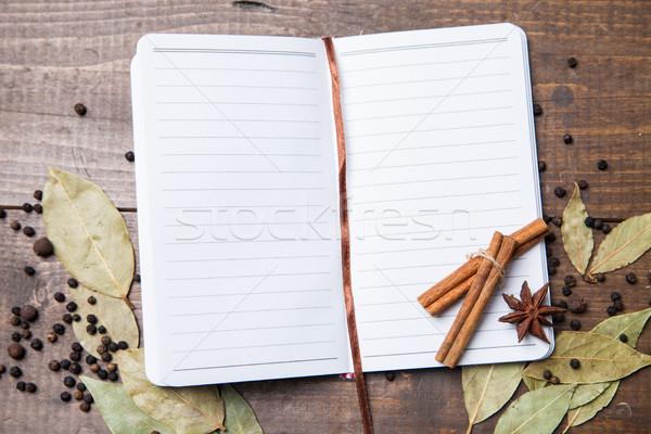 Stok fotoğraf: Kâğıt · yemek · tarifleri · baharatlar · ahşap · masa · biber · yaprak