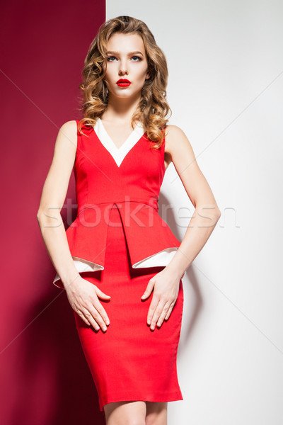 Aantrekkelijk blond meisje elegante rode jurk Stockfoto © julenochek