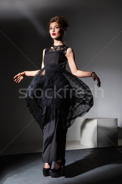 Piękna młoda kobieta pływające czarna sukienka portret atrakcyjna kobieta Zdjęcia stock © julenochek