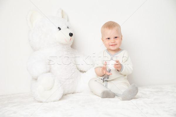 Baba nagy plüssmaci fehér öltöny ül Stock fotó © julenochek