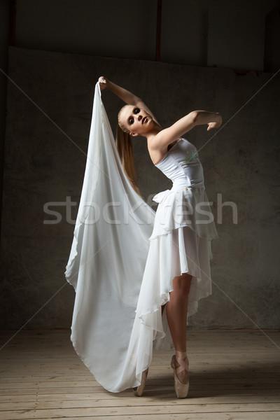 красивой балерина глядя камеры портрет Сток-фото © julenochek