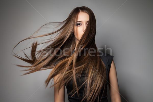 Barna hajú modell szeles haj portré higgadt Stock fotó © julenochek