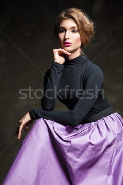 Młodych model różowe usta portret posiedzenia studio Zdjęcia stock © julenochek