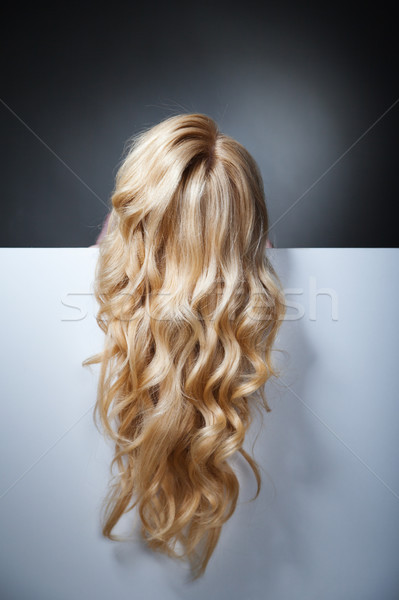 Mooie blond model verbergen achter groot Stockfoto © julenochek