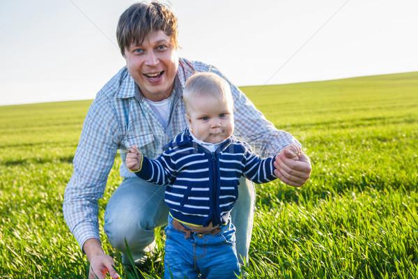 Stock fotó: Fiatal · apa · fia · szórakozás · játszik · zöld · mező