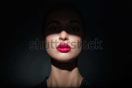 Belo modelo brilhante lábios rosados cara metade Foto stock © julenochek