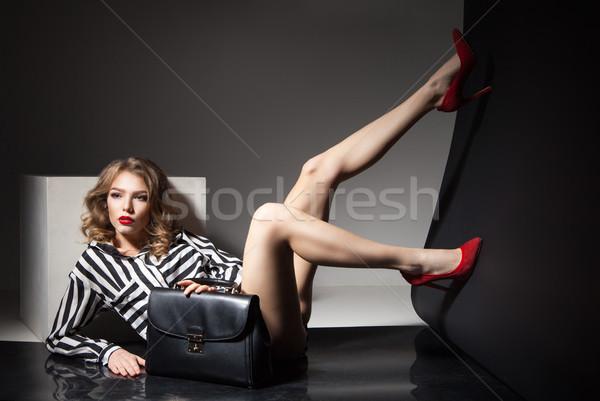 Atractivo modelo desnudo piernas rojo talones Foto stock © julenochek