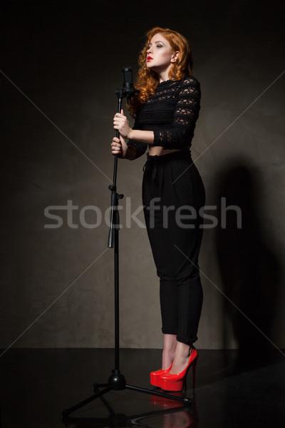 Mujer firma retrato cantante negro modelo Foto stock © julenochek