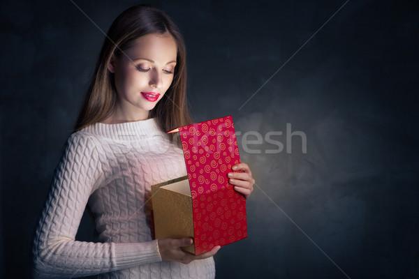 Natale regalo ragazza felice apertura finestra magia Foto d'archivio © julenochek