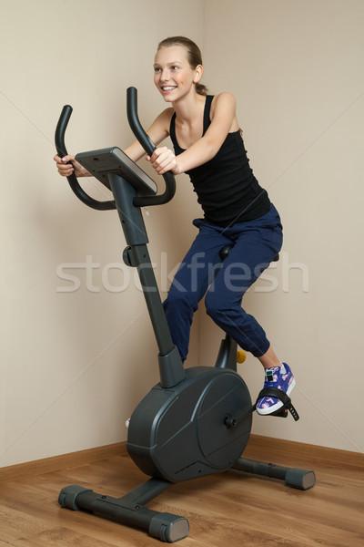 Alegre menina adolescente ciclismo casa bicicleta retrato Foto stock © julenochek
